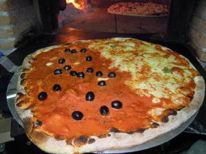 Pizza Grande forno a Legna