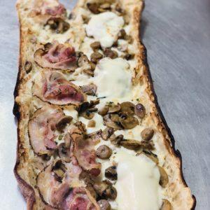 Panuozzo Pancetta funghi e mozzarella